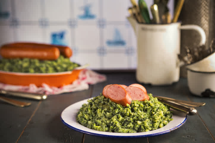 On your tailor-made trip, discover this traditional dish from the Netherlands based on sausage and vegetables.