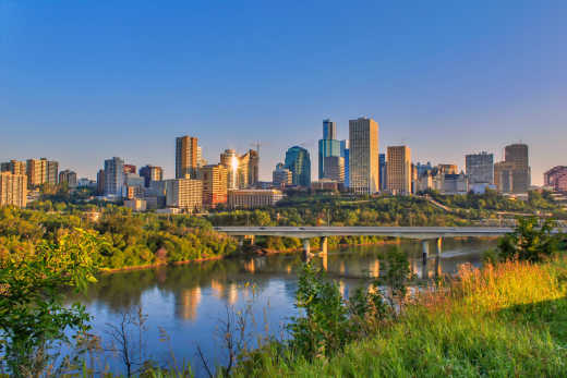 Kanada Edmonton Skyline mit North Saskatchewan River