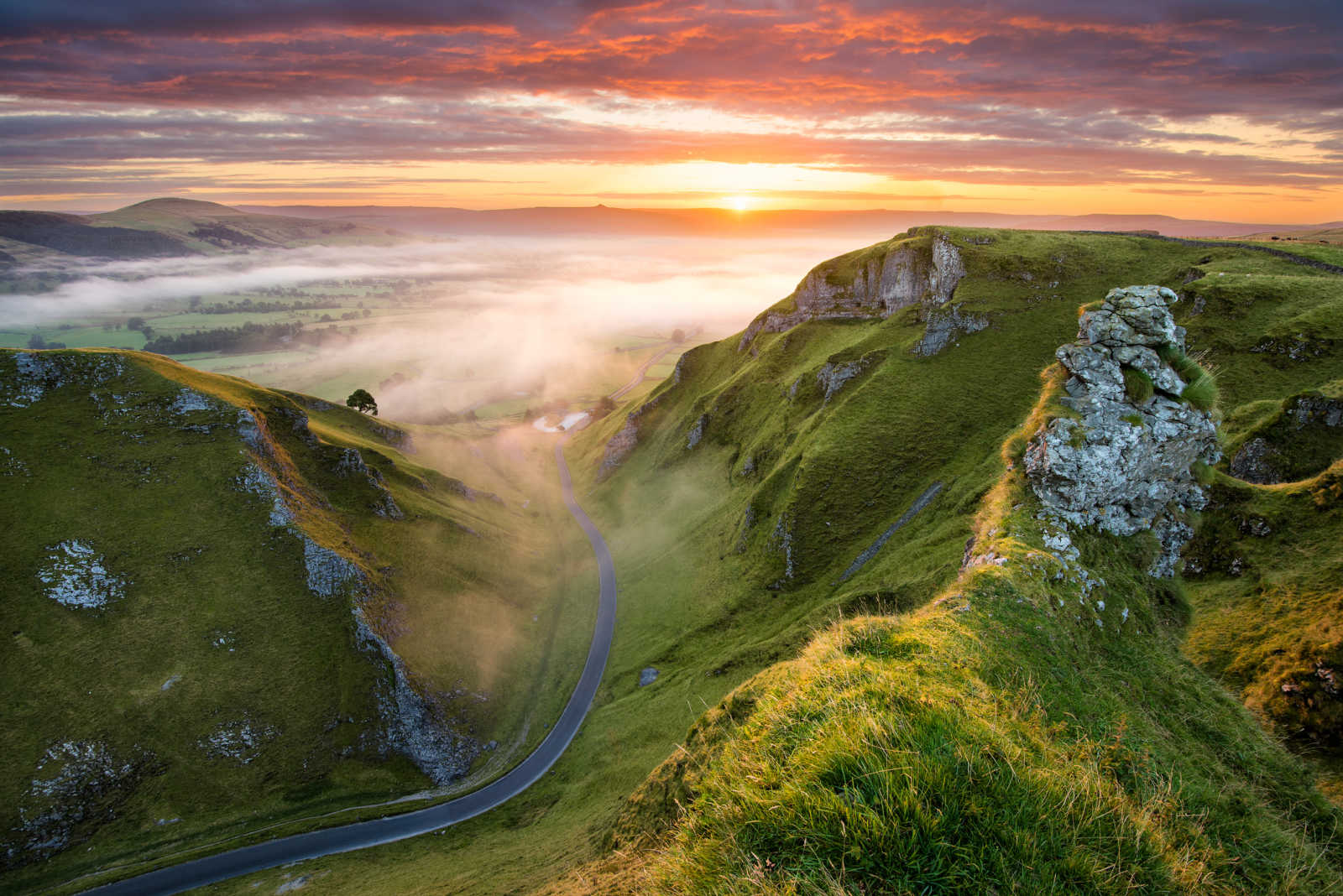 Discover the beautiful Peak District on an England tour