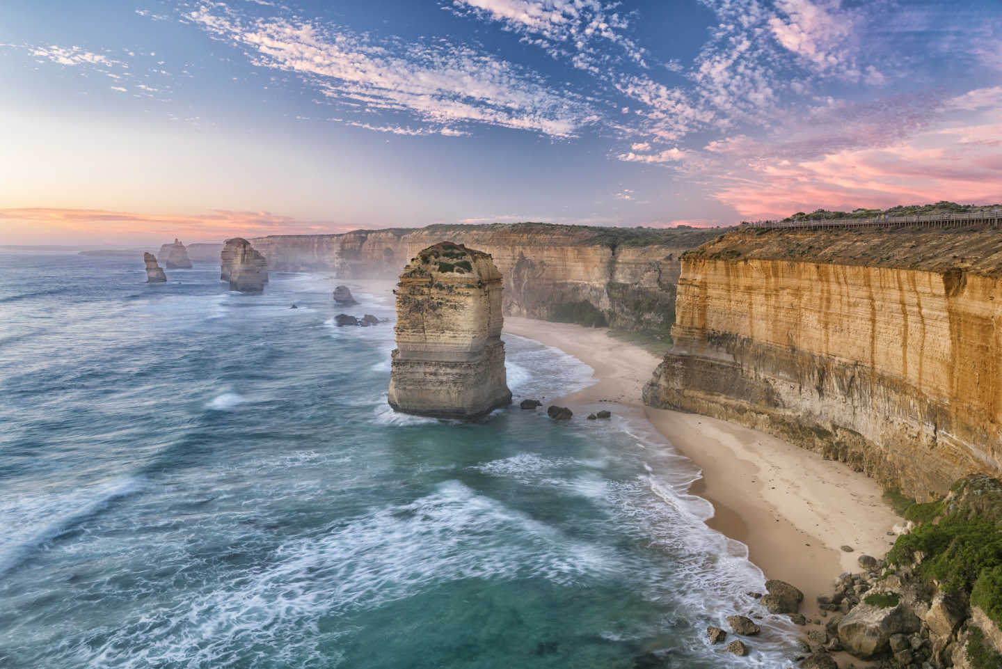 Discover the Twelve Apostles mountain range on the Great Ocean Road during a Victoria tour