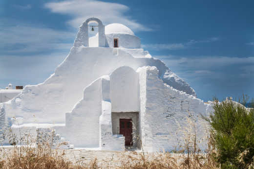 See beautiful churches on a Mykonos vacation