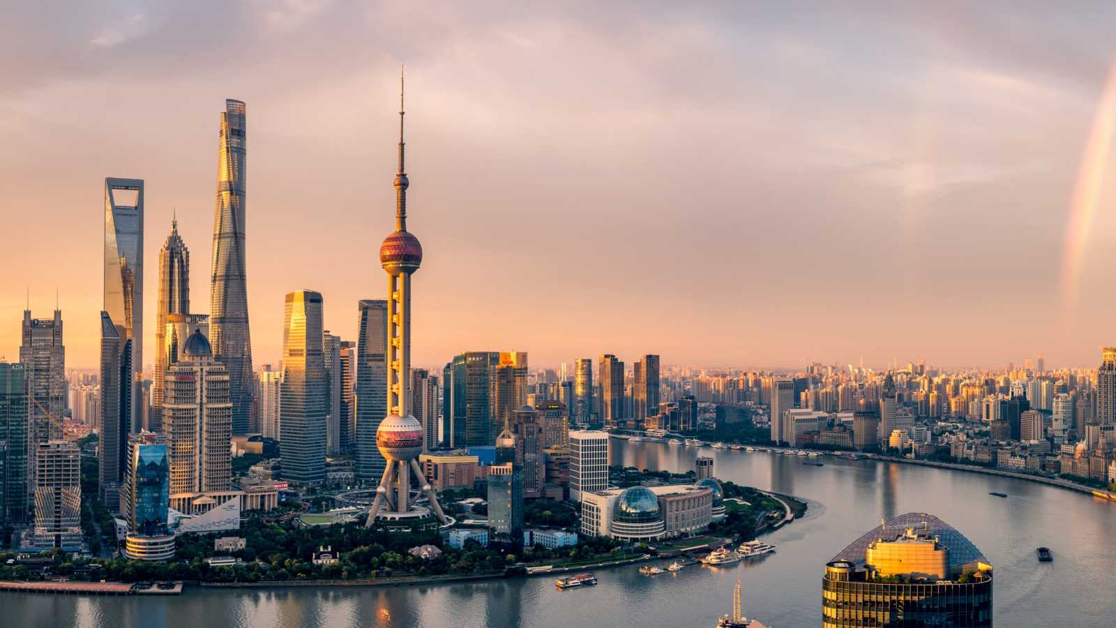 Skyline_of_Shanghai_with_Huangppu_China