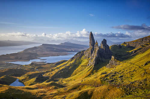Discover the mountainous landscape of the Isle Of Skye of a luxury Scotland tour