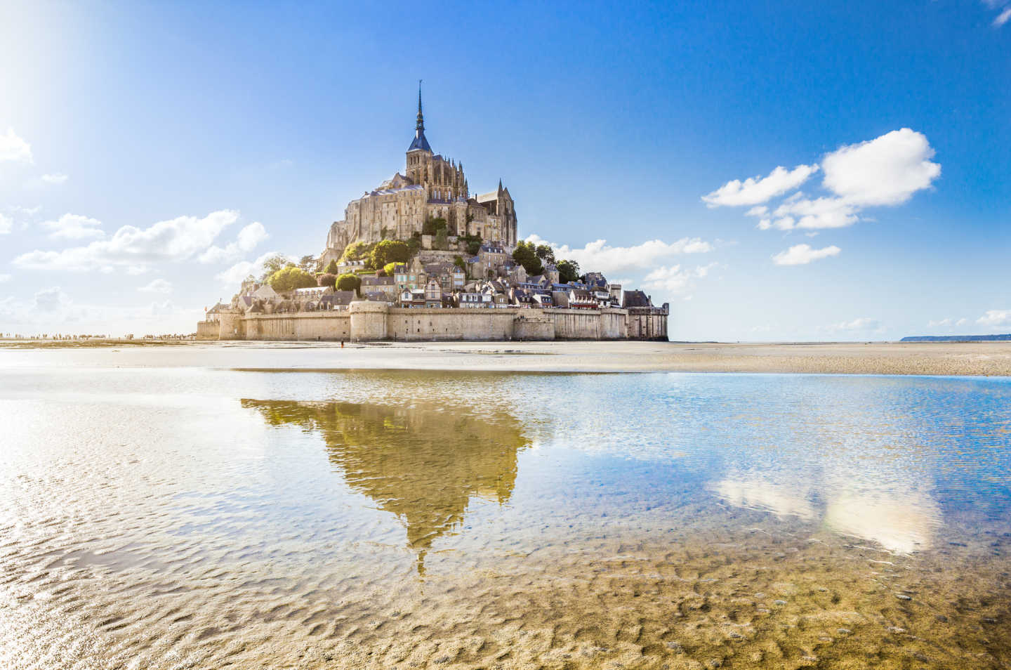 Discover the beautiful town of Mont St. Michel on a northern France tour