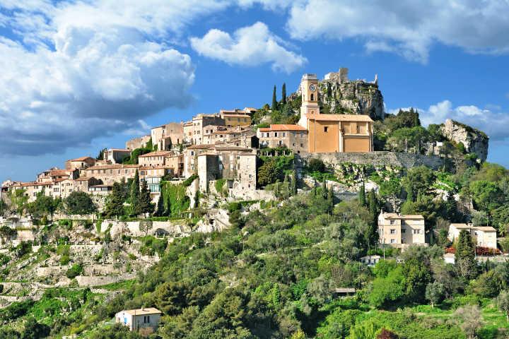 Vue panoramique sur le village médiéval pittoresque d'Eze près de Monaco et Nice sur la Côte d'Azur.
