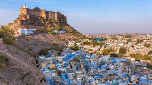 Bekijk_over_Jodhpur_in_India_met_de_Mehrangarh_Fortress