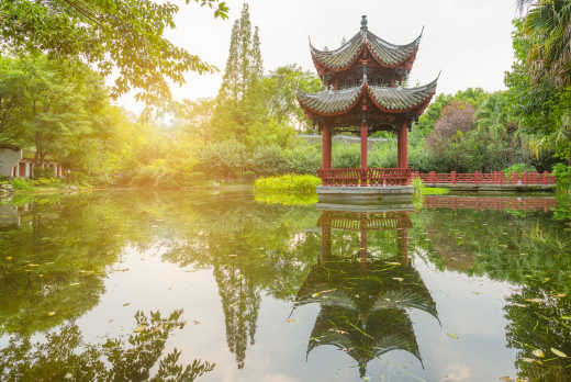 Pavillon_im_Baihuatan_Park_in_Chengdu_China