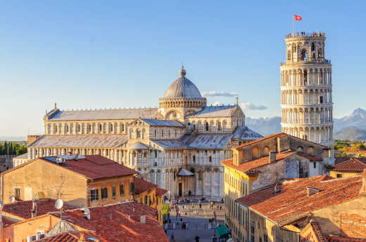 View of the cathedral and the leaning tower of Pisa - to discover on a Pisa holiday