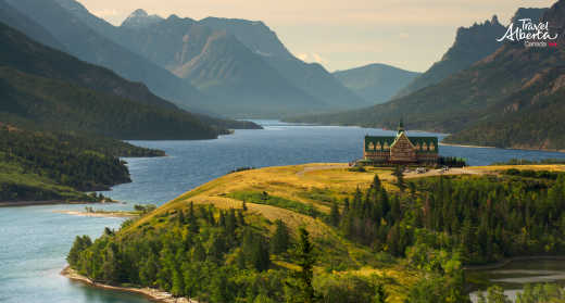 Die_Landschaft_des_Waterton_Lakes_Nationalpark_in_Kanada_mit_Travel_Alberta_entdecken