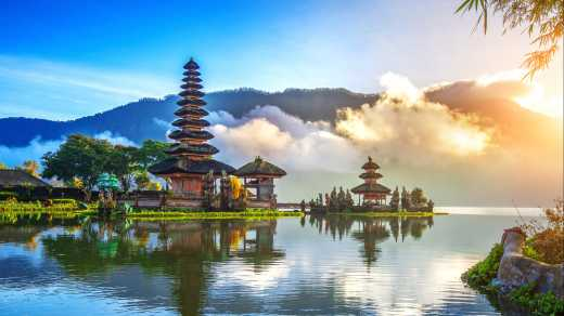 Explore the most beautiful temples of the island on your Bali round trip
