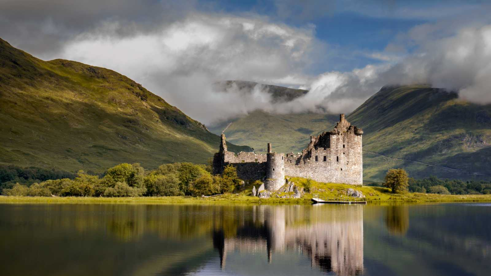 Framed by the dramatic green landscapes, visit Urquart Castle on a tour package to Scotland.