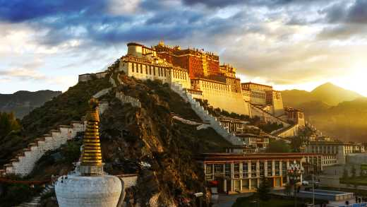 Der Potala-Palast in Lhasa Tibet China