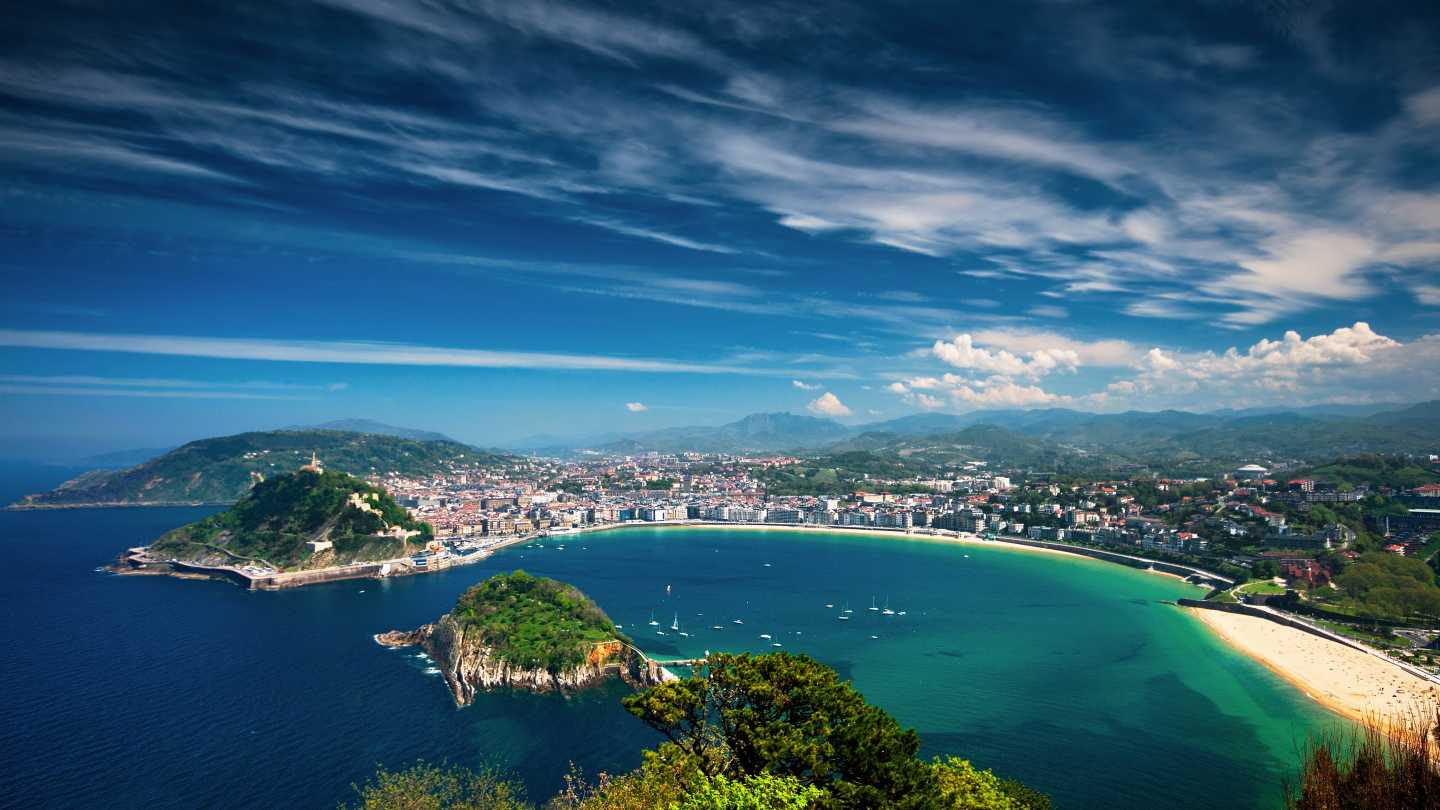 Discover San Sebastian and the beautiful coastline on a Northern Spain tour