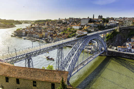 Dom Luis I bridge that lies over river Douro in Porto city.