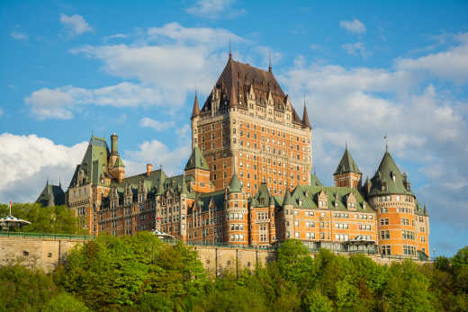 Discover the majestic Frontenac castle during your Quebec Tour.