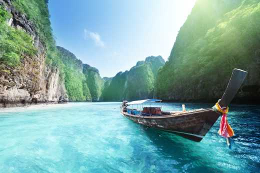 Visit the blue waters of Halong Bay on a dream Vietnam tour