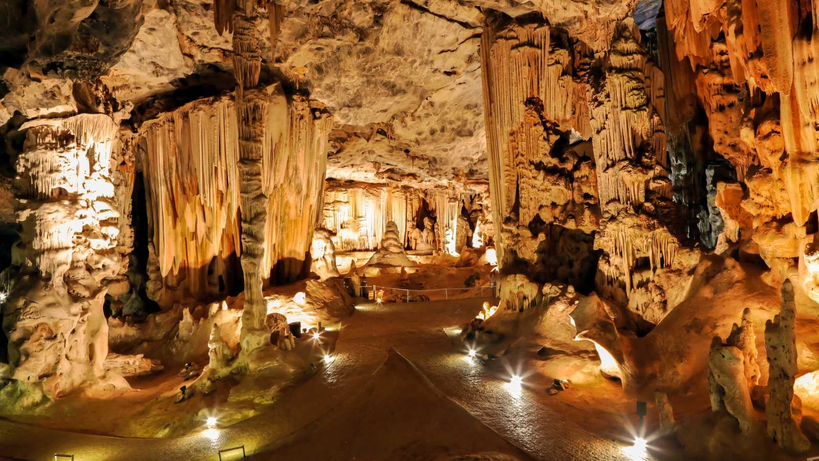 Africa, South Africa, Oudtshoorn, Cango Caves lit up.