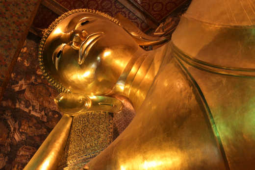 Wat Po - the 46 meters long golden Buddha statue in Bangkok