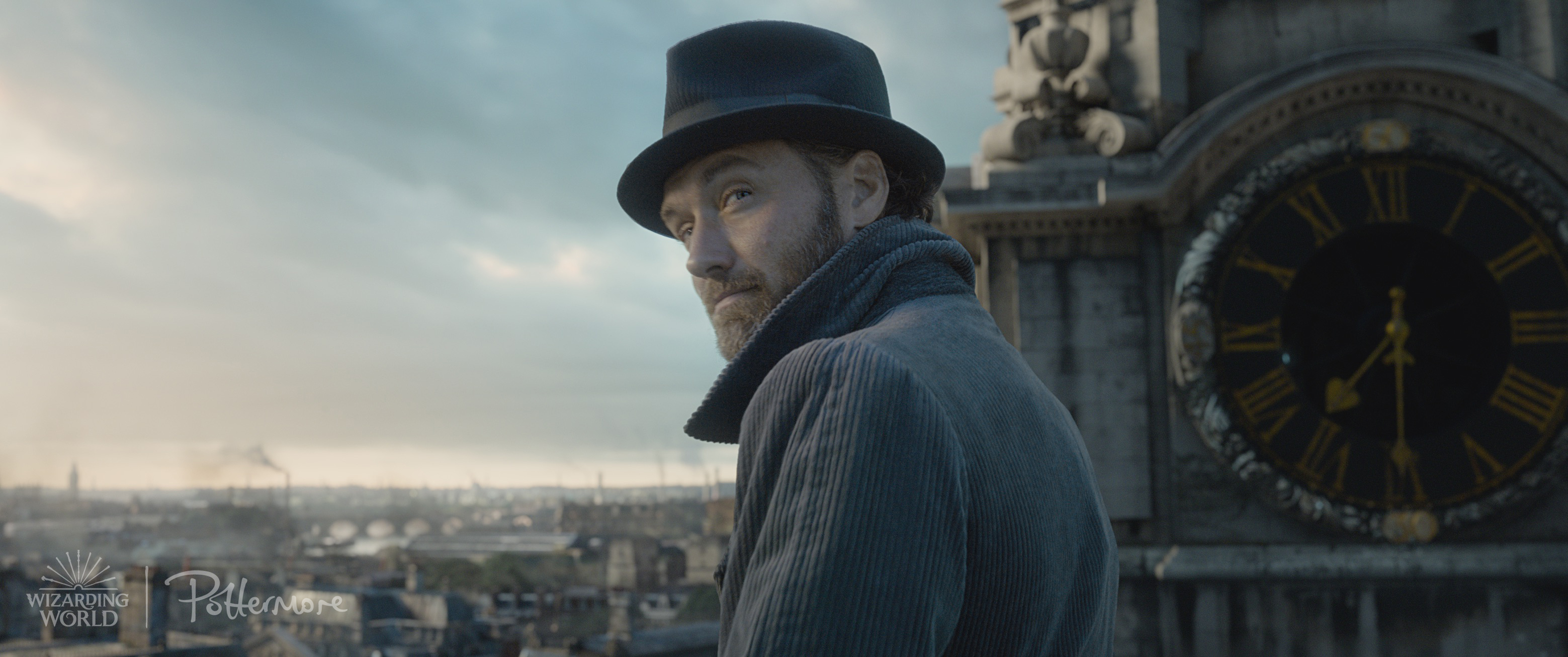 Albus Dumbledore on the roof of St Paul's from the Fantastic Beasts: Crimes of Grindelwald trailer