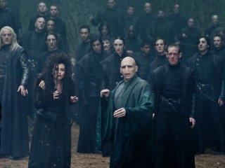 "Voldemort et ses Mangemorts dans la Forêt interdite de Reliques de la mort ""data-img ="" // images.pottermore.com/bxd3o8b291gf/2N6uL0HhNYmqs4uK66y26E/de32b6138abb415babb3dfc3c9bf9fac/Voldemort_WB_F8_VoldemortAndDeathEatersInForbiddenForest_Still_080615_Land.jpg ""/> </picture> </div> <div class="