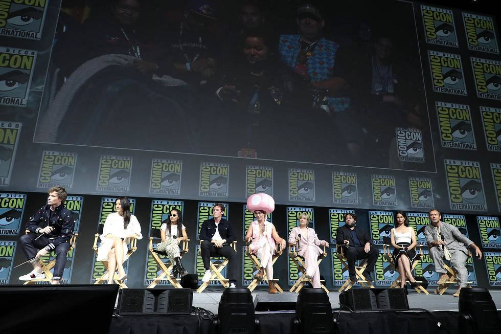 The Fantastic Beasts cast assemble for their Comic-Con panel. Image Warner Bros.