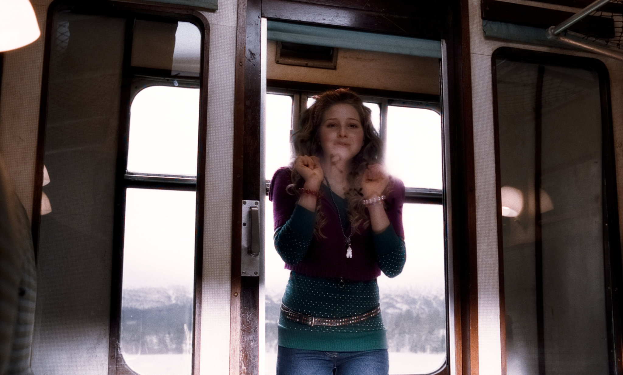 Lavender Brown writes a love message to Ron on the window of the Hogwarts Express.