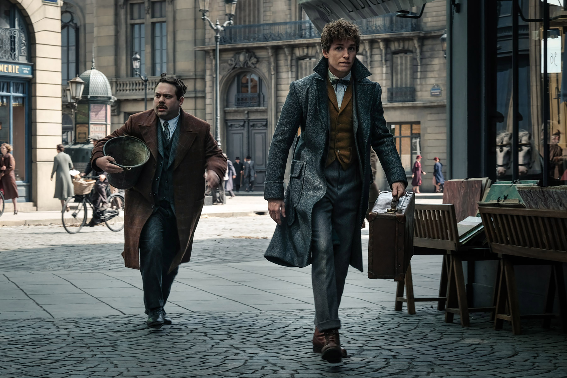 Photo of Newt Scamander and Jacob Kowalski on the streets of Paris