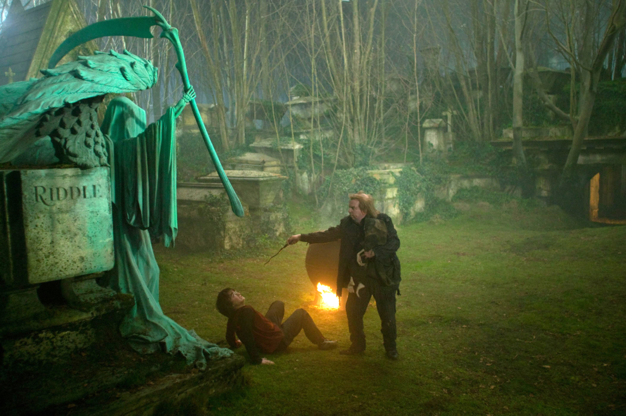 Peter Pettigrew and Harry in the graveyard