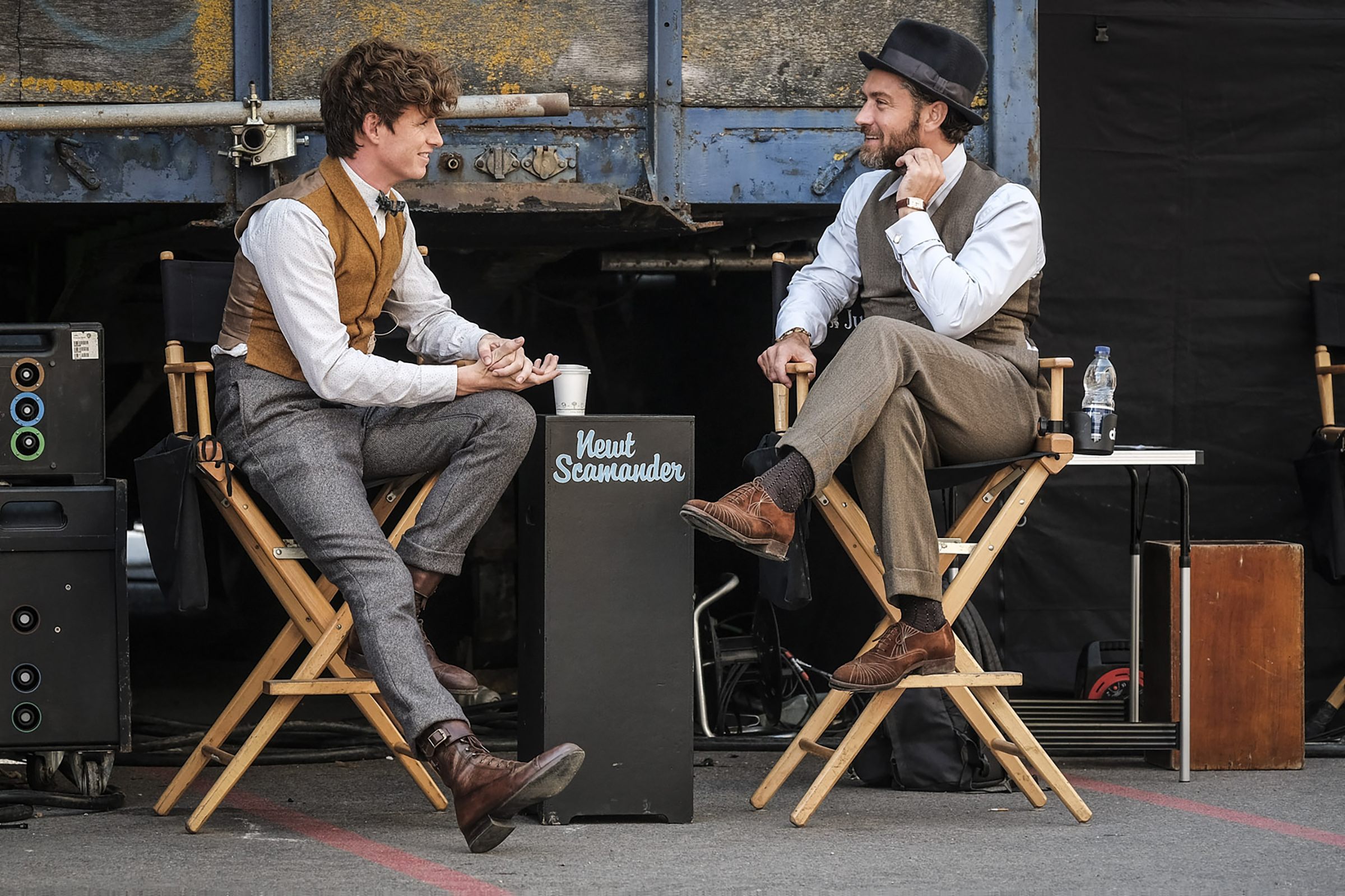 Eddie Redmayne and Jude Law behind the scenes of Fantastic Beasts: Crimes of Grindelwald