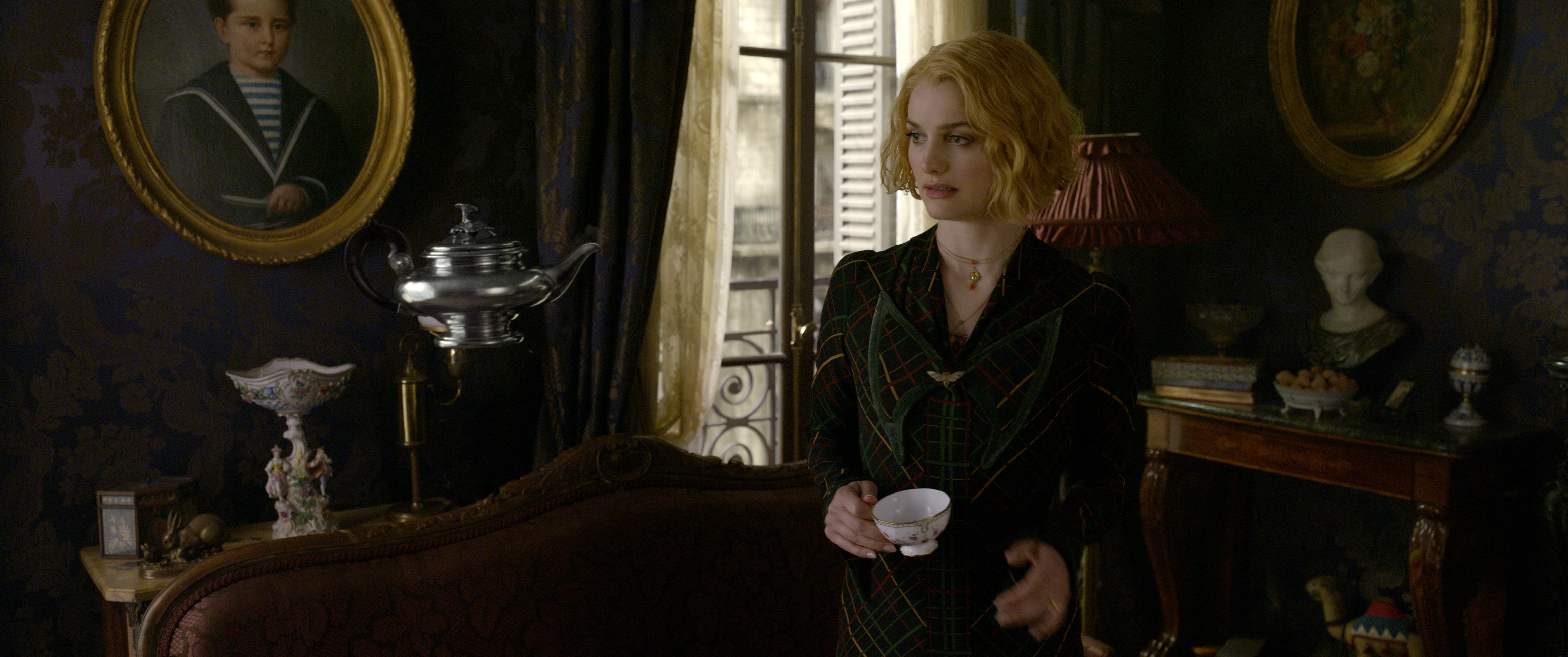 WB COG Queenie Goldstein and Floating Teapot