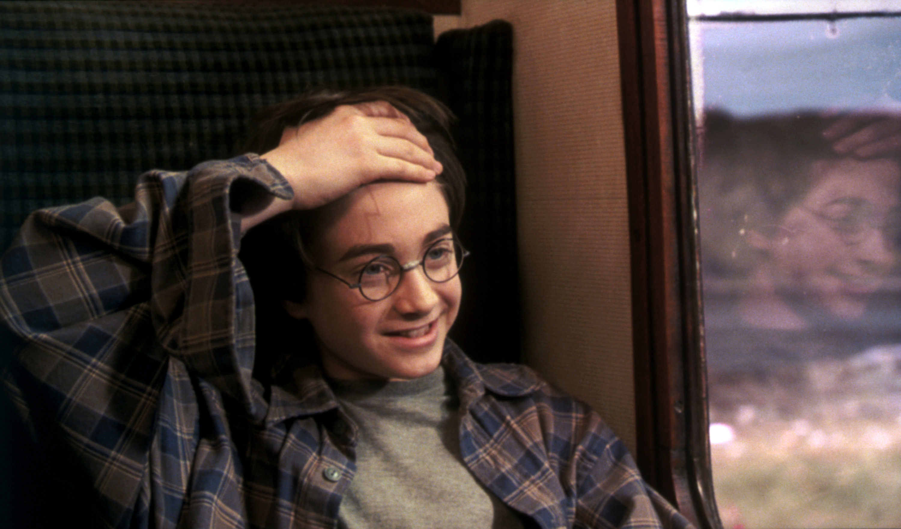 Harry showing his scar to Ron on the Hogwarts Express