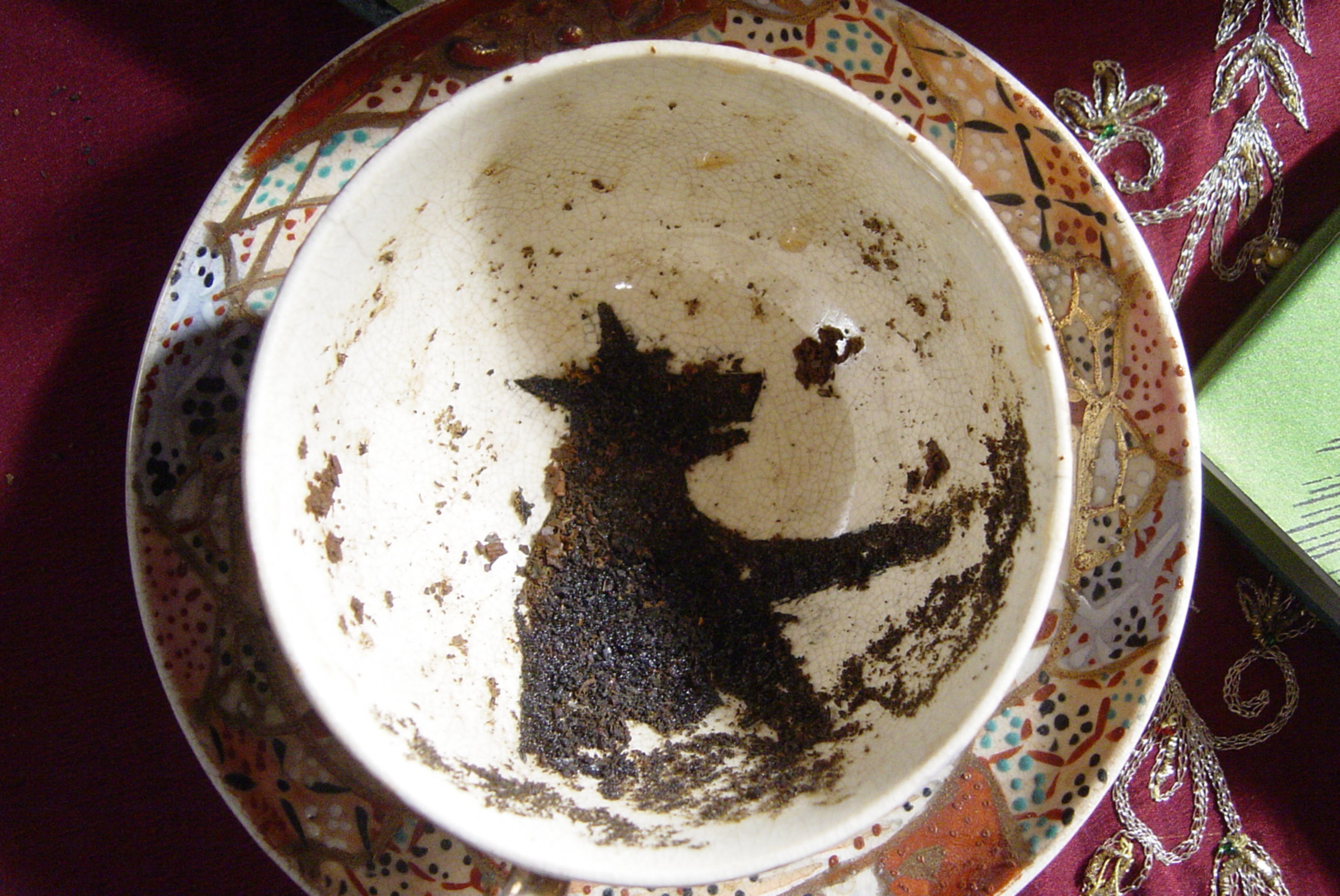 The Grim made of tea leaves in divination