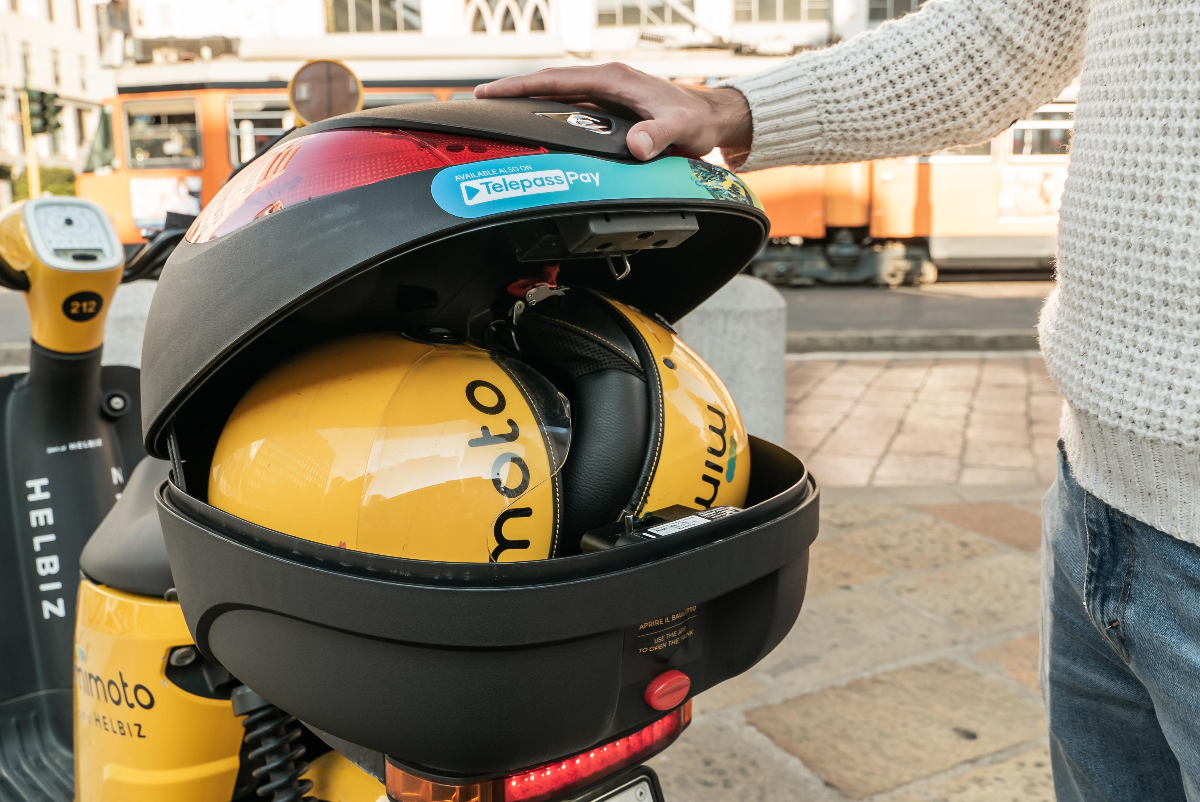 Indossa il casco e parti con Telepass Pay, il partner giusto per la tua mobilità sostenibile.