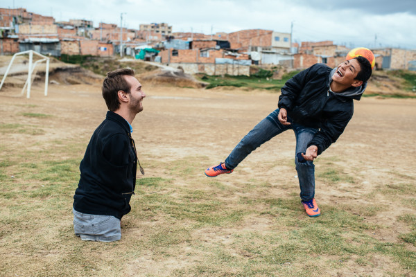 Nick Vujicic: Hugs Without Limbs in Colombia