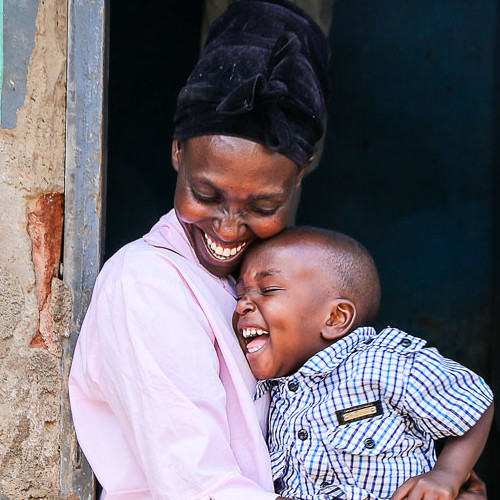 17 Beautiful Portraits of Motherhood Around the World