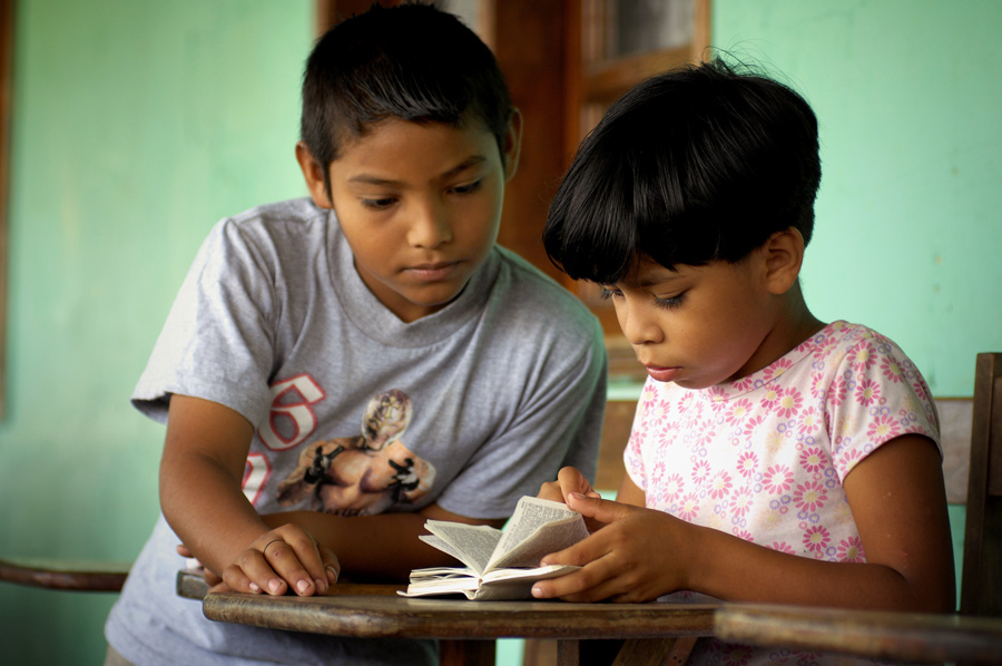 Reading the Bible in Honduras