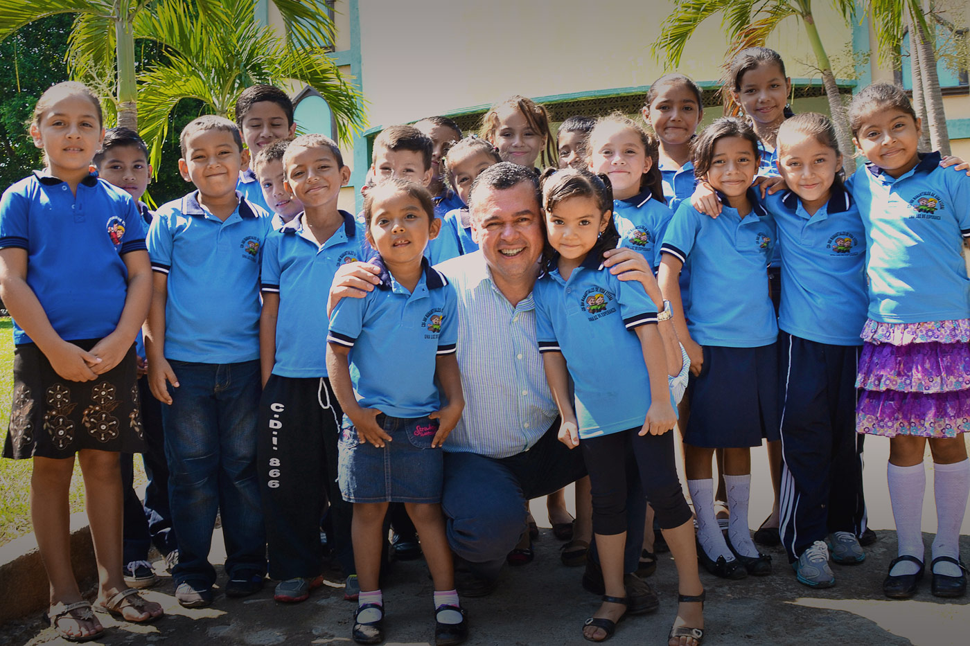 Guillermo Munoz and El Salvador children