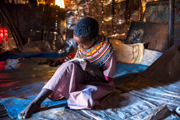 9 Beautiful Photos Of Children Living in Poverty Doing Homework