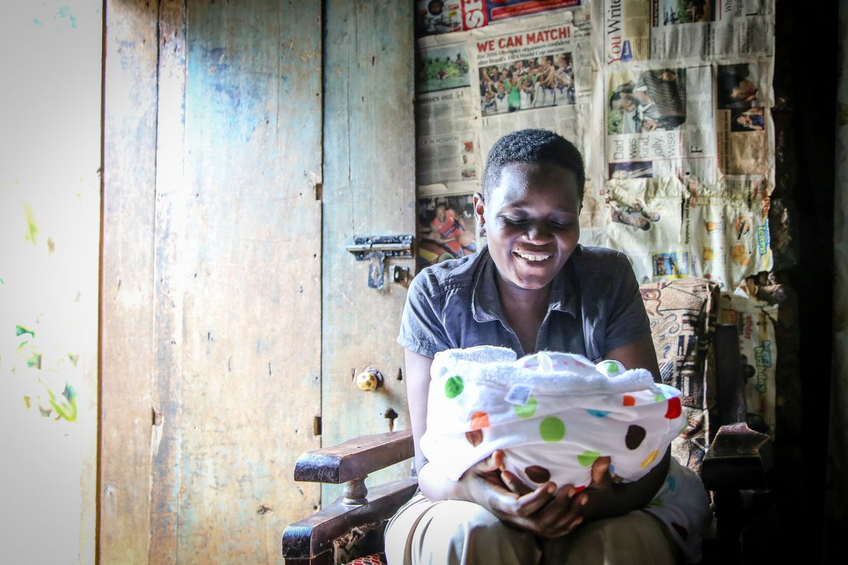 The First Hello: 15 Photos of New Mums Living in Poverty