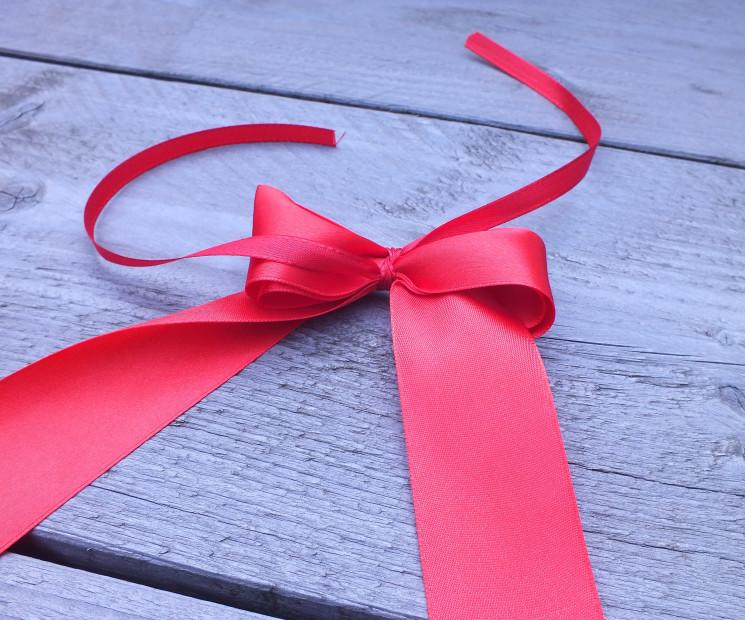 Gut gemocht Geschenkschleife einfach binden - Anleitung auf Geschenke.de HH87