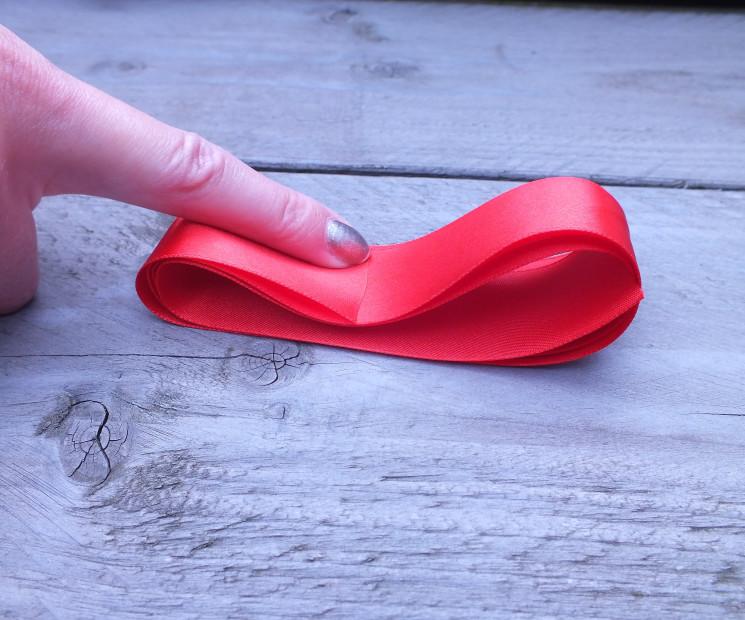 Fabulous Geschenkschleife einfach binden - Anleitung auf Geschenke.de JQ13