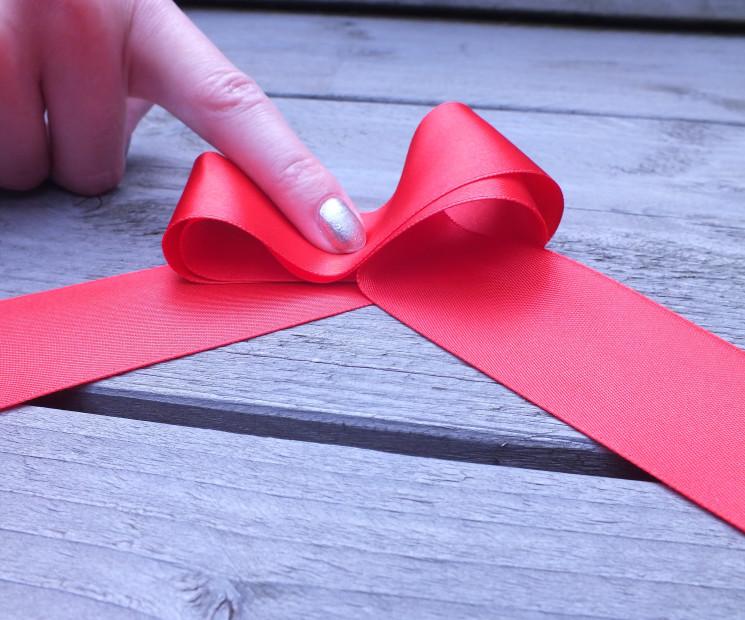 Favorit Geschenkschleife einfach binden - Anleitung auf Geschenke.de JY47