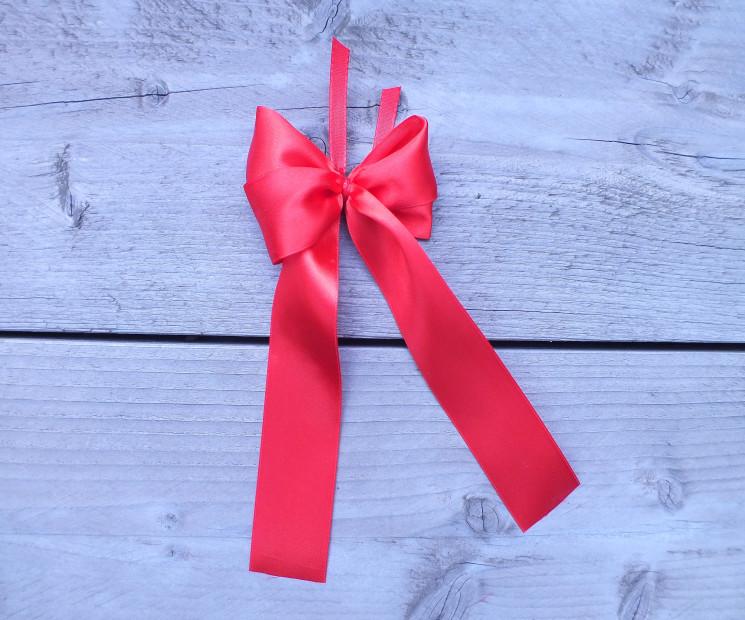 Geschenkschleife einfach binden anleitung auf for Schleife binden geschenk