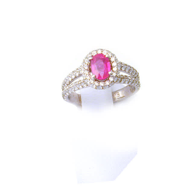 Ring Solitaire w/ 0.70ct Oval Pink Sapphire