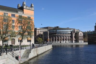 Riksdagshuset en solig dag