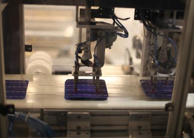 En bild från fabriken i Glava där det sker tillverkning av solpaneler