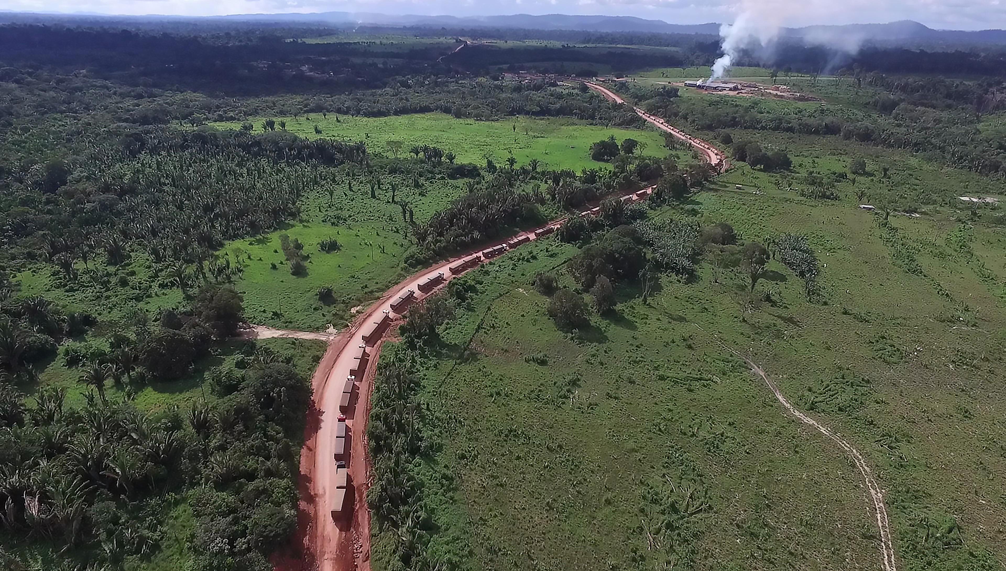 Cola de camiones en la BR 163, Pará, Brasil. Daniel Paranayba / ISA, 2017.
