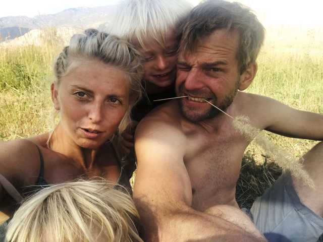 Familie nackt im urlaub