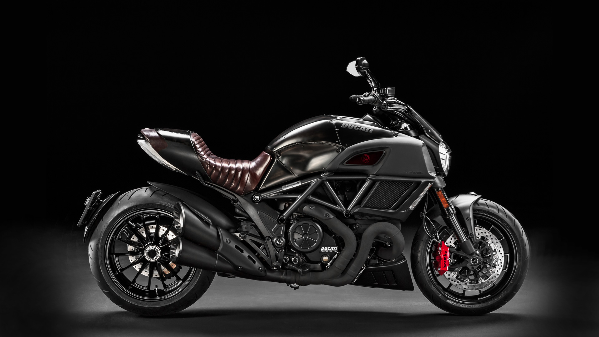 ducati diavel sport cruiser con estilo inconfundible. Black Bedroom Furniture Sets. Home Design Ideas