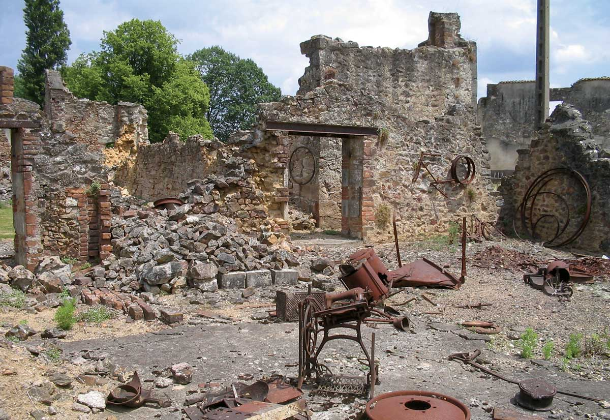 Sewing-Machines-Oradour-sur-Glane-2